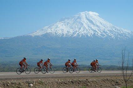 Passaggio sotto il Monte Ararat